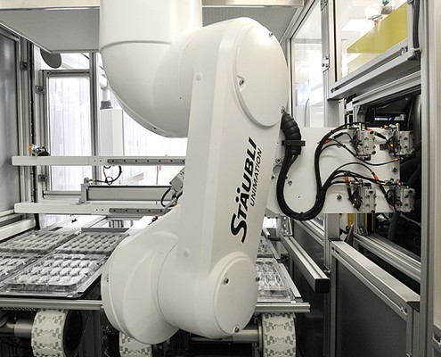 Automation, Staubli robot, molded components manufacturing, Optimold